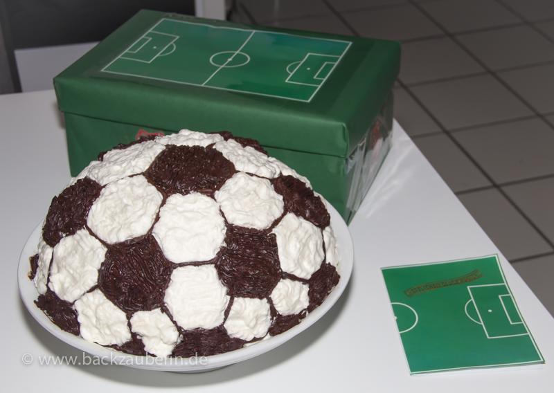 Fussballtorte Kuchen Geback Pralinen Und Gute Laune